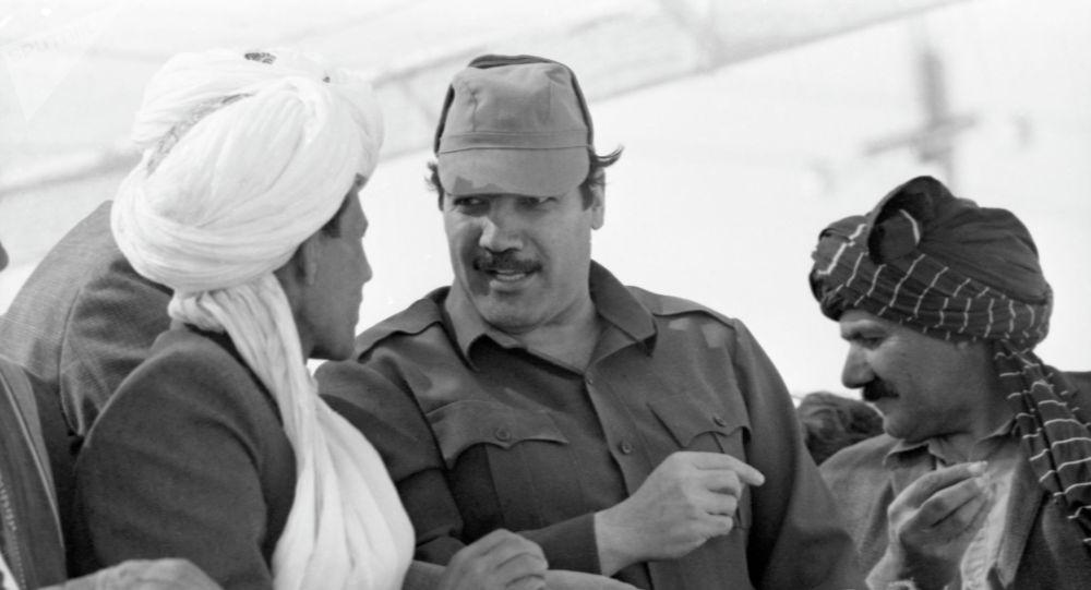 Президент Республики Афганистан, генеральный секретарь Народно-демократической партии Афганистана Мохаммад Наджибулла (в центре) с жителями Кабула. Архивное фото