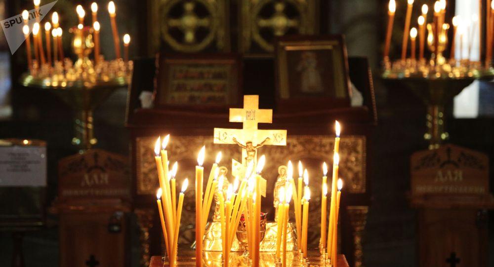 Свечи в церкви. Архивное фото