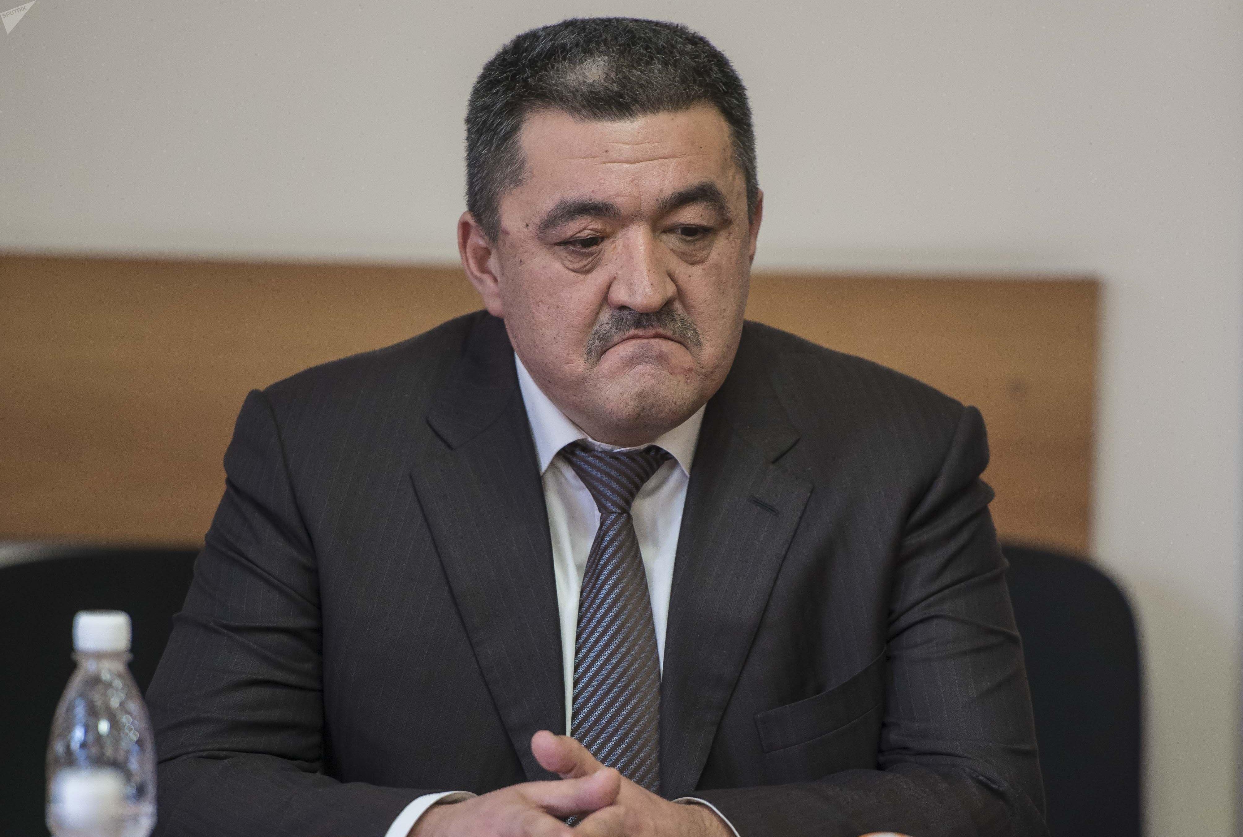 Кандидат на должность мэра Бишкека Албек Ибраимов во время сдачи экзамена по государственному языку