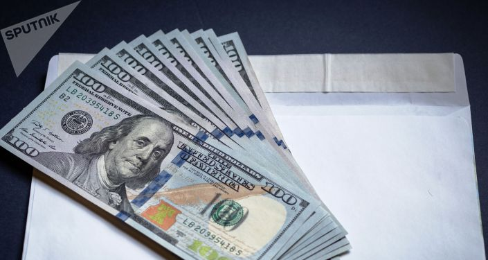 АКШ долларлары жана конверт. Архив