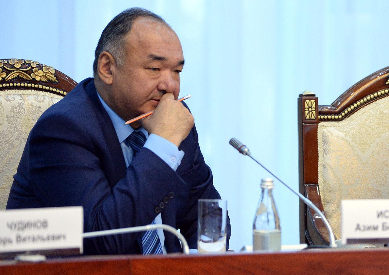 Экс-премьер-министры КР Азимбек Исабеков и Феликс Кулов на встрече с президентом Кыргызстана Сооронбаем Жээнбековым