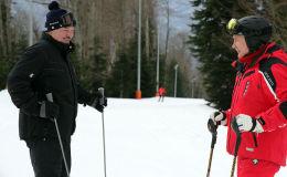 Туристы и посетители сочинской горнолыжной базы были удивлены, вживую увидев Путина и Лукашенко, да еще и на лыжах.