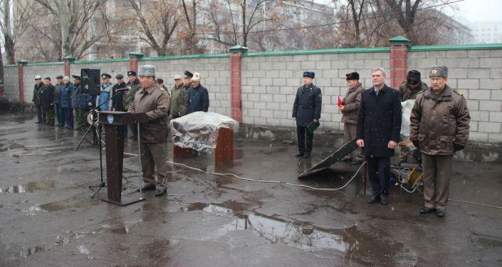 Председатель ГПС Уларбек Шаршеев напомнил, что 15 февраля в странах Содружества отмечают день памяти воинов Советской армии, погибших на земле Афганистана при выполнении интернационального долга.