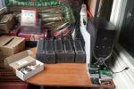 Оборудования изъятые у задержанных по подозрению в нелегальной доставке международного трафика в Бишкеке