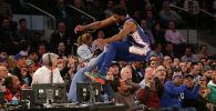 В матче регулярного чемпионата НБА между командами Филадельфия и Нью-Йорк центровой Филадельфии Джоэль Эмбиида пытаясь заполучить мяч прыгнул за пределы площадки, и едва не сбил известную голливудскую актрису Реджину Кинг, которая сидела в первом ряду. 13 февраля 2019 года