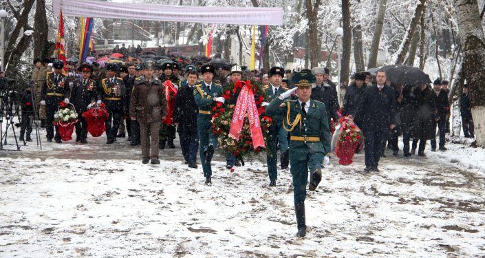 Также в Оше сегодня, 15 февраля, у мемориального комплекса воинам-афганцам прошел митинг-реквием