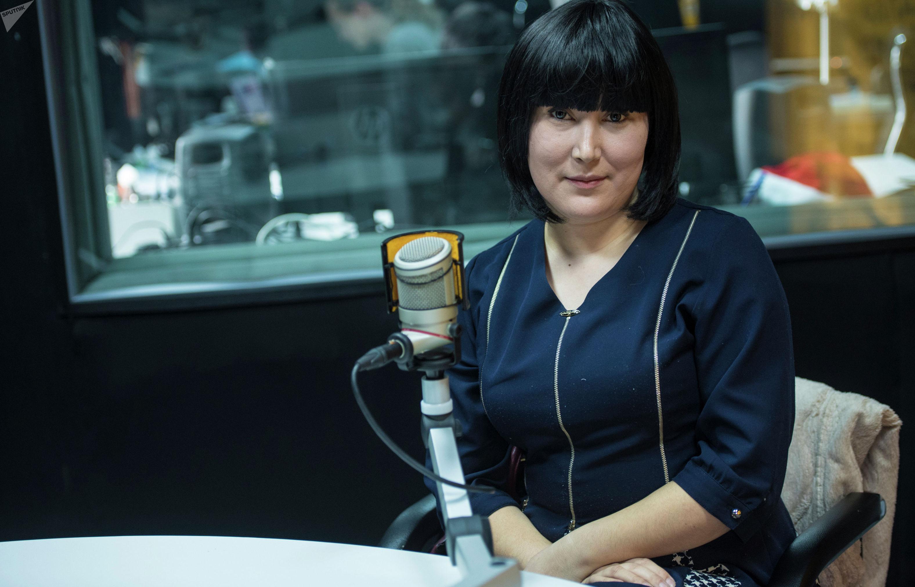 Врач-генетик, кандидат медицинских наук Бибигюль Карыпбаева во время интервью на радиостудии Sputnik Кыргызстан