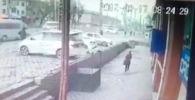 Запись с камеры наблюдения в редакцию Sputnik Кыргызстан прислал читатель.