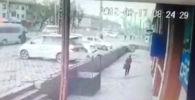 Ак жолтандабастын бурула бергенде сол жагына капталдап барып, кырсыктаган учурунун видеосун Sputnik Кыргызстан агенттигине окурман салып жиберген.