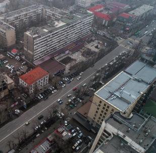 Автомобильное движение на улицу Байтик баатыра в Бишкеке. Архивное фото