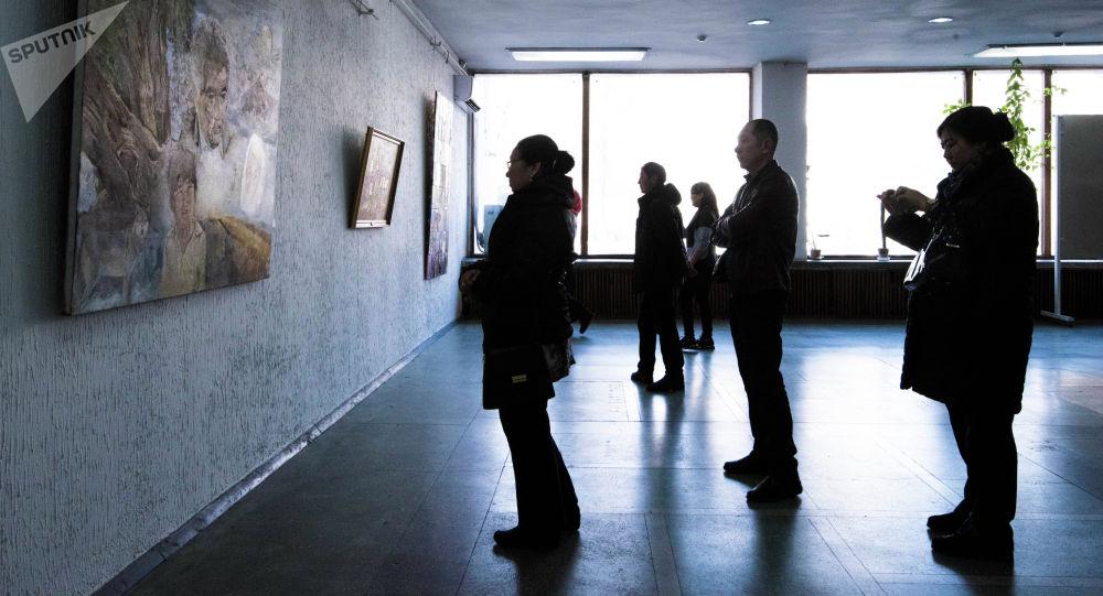 Посетители музея изобразительных искусств имени Гапара Айтиева. Архивное фото