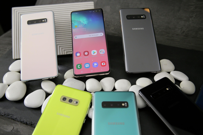 В этот вторник, 19 февраля 2019 года, фотография представляет собой выбор новых смартфонов Samsung Galaxy S10 во время предварительного просмотра продукта в Сан-Франциск