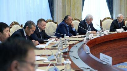 Встреча Президента Сооронбая Жээнбекова с бывшими спикерами и премьер-министрами страны