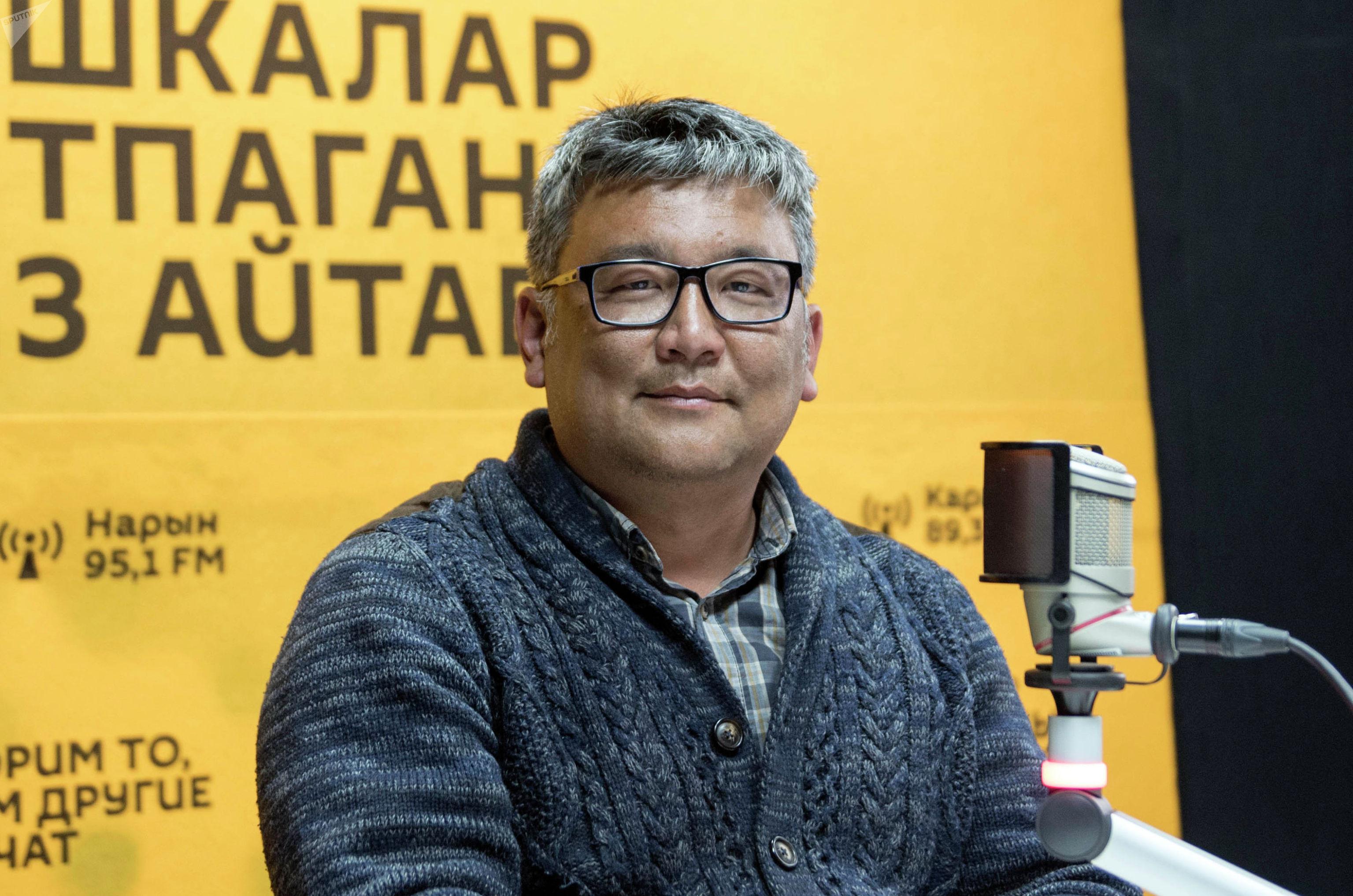 Врач-онколог детского отделения Султан Стамбеков во время интервью на радио