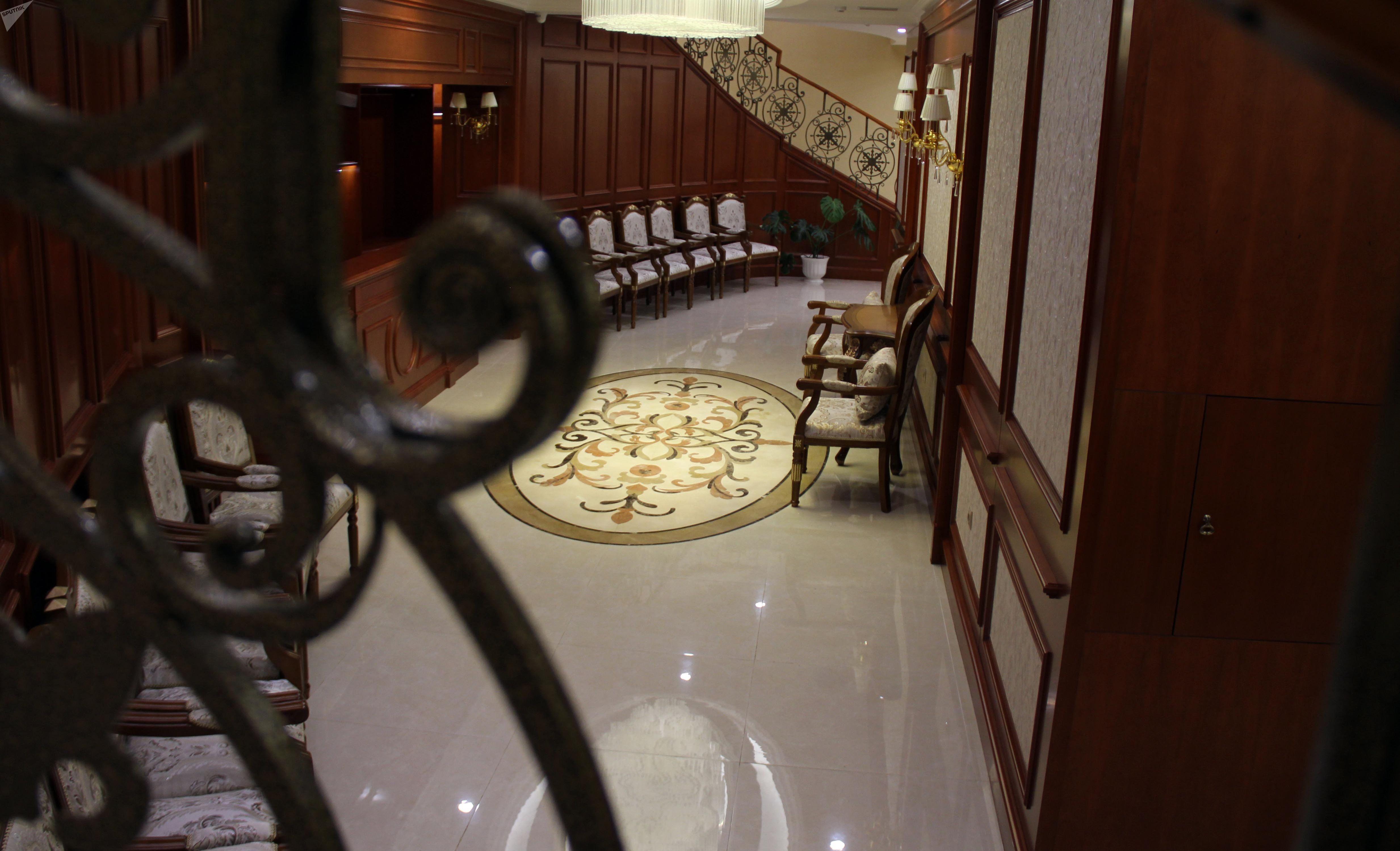 Мебель в доме приемов в госрезиденции Ала-Арча