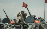 Военнослужащий на танке. Архивное фото