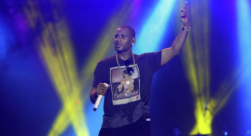 Теперь ему не до'Фиесты — певца R. Kelly арестовали. Обвиняют в изнасиловании                REUTERS  Andrea De Silva