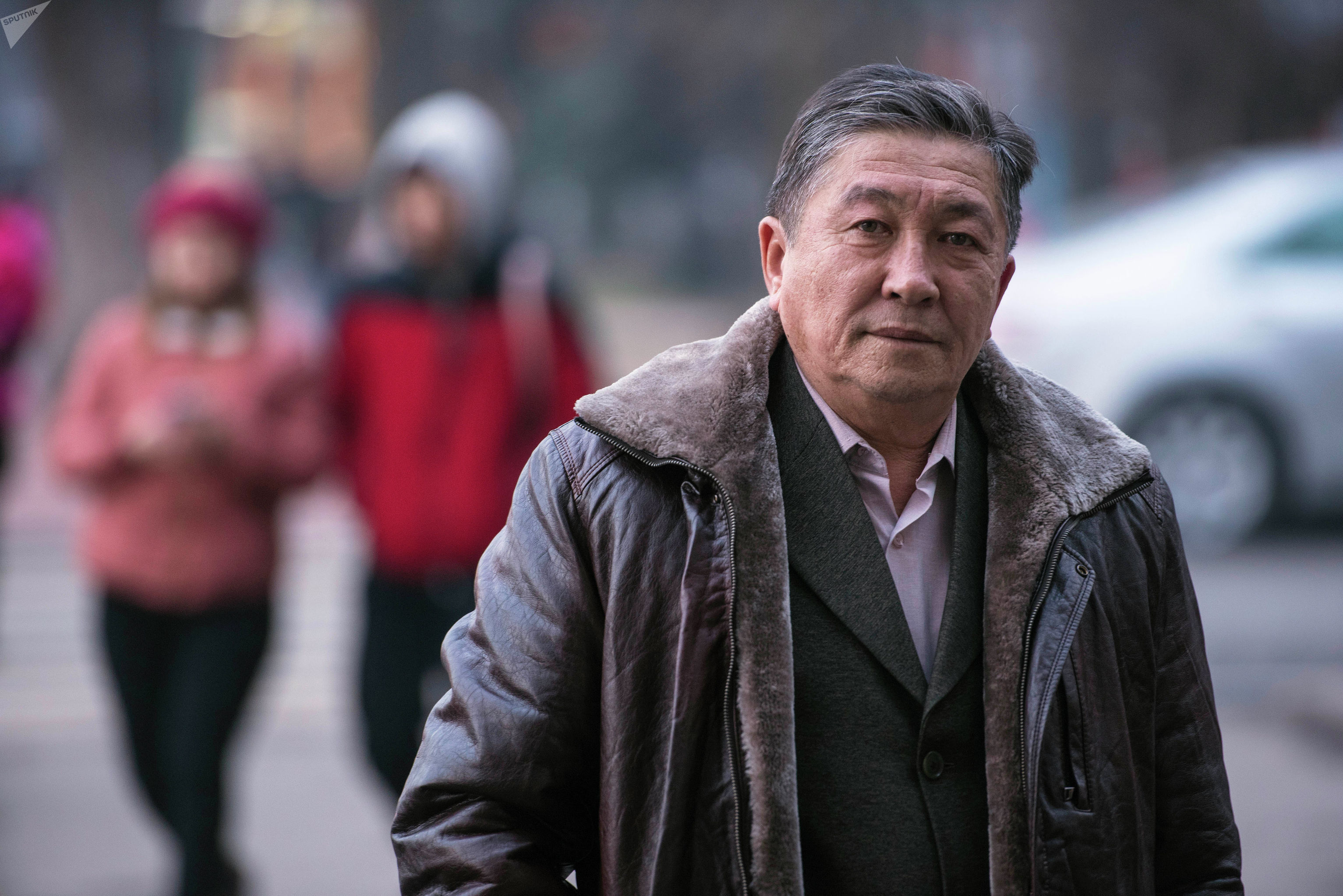 Бывший заместитель МИД КР Талант Кушчубеков на улице