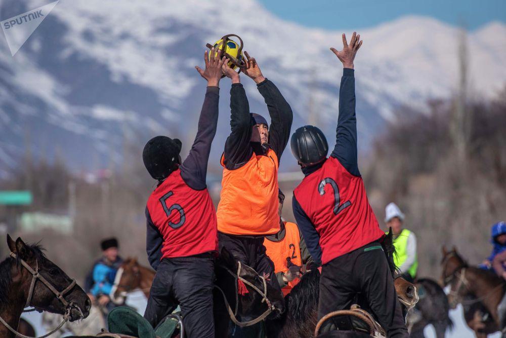 В турнире участвовали шесть местных команд и две французские — женская и мужская