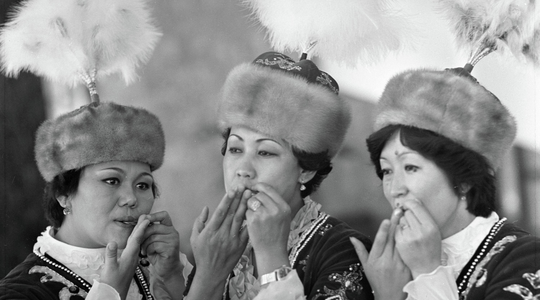 Дүйнө кезген кыргыздын темир комузчулары... Таберик сүрөт
