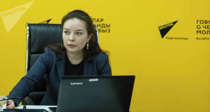 Обозреватель РИА Новости Вера Костамо во время мастер-класса в мультимедийном пресс-центре Sputnik Кыргызстан