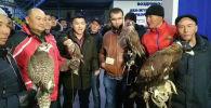 Агентство Sputnik Кыргызстан ведет прямую трансляцию из аэропорта Манас, откуда сейчас в Саудовскую Аравию отправляют яков, тайганов и беркутов.