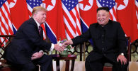 Президент США Дональд Трамп и лидер Северной Кореи Ким Чен Ын во время встречи в отеле Metropole в Ханое, Вьетнам, 27 февраля 2019 года