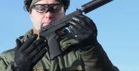 Демонстрационные стрельбы из самозарядного пистолета Удав. Архивное фото