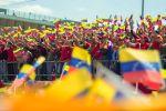Участники во время акции в поддержку президента Венесуэлы Николаса Мадуро в Каракасе. Архивное фото