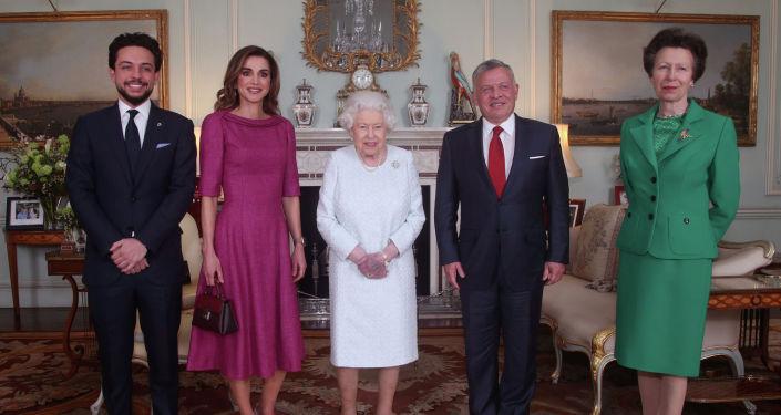 Королевы Великобритании Елизавета II, король Иордании Абдалла II и королева Рания в Букингемском дворце. 28 февраля 2019 года