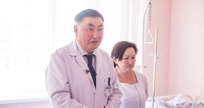 Директор Национального центра охраны материнства и детства Камчыбек Узакбаев. Архивное фото