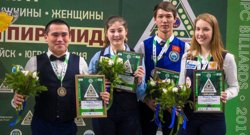 Кыргызстандык бильярдчылар Дастан Лепшаков менен Канат Сыдыков бильярд боюнча дүйнө чемпионатында коло байгеге ээ болду.