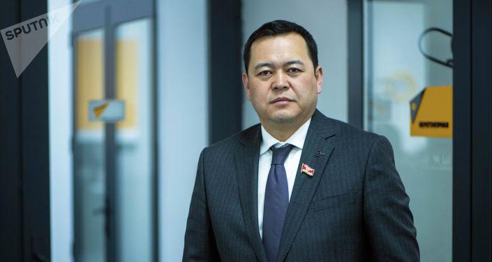Өнүгүү — Прогресс фракциясынын депутаты, вице-спикер Мирлан Бакиров