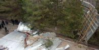 В Манасском районе Таласской области сильный ветер сорвал кровлю с одной из школ