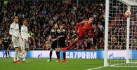 Лассе Шоне из Аякса забивает гол в ворота Реал Мадрида в стадионе Сантьяго Бернабеу. Мадрид, Испания 5 марта 2019 года
