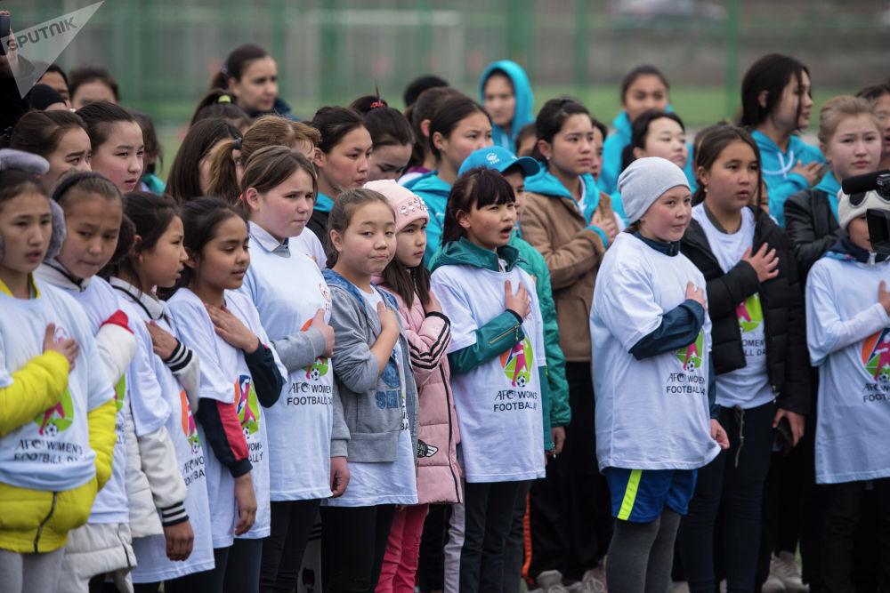 Футбольный фестиваль Поиграй со мной. В футболе все равны! провели в Бишкеке