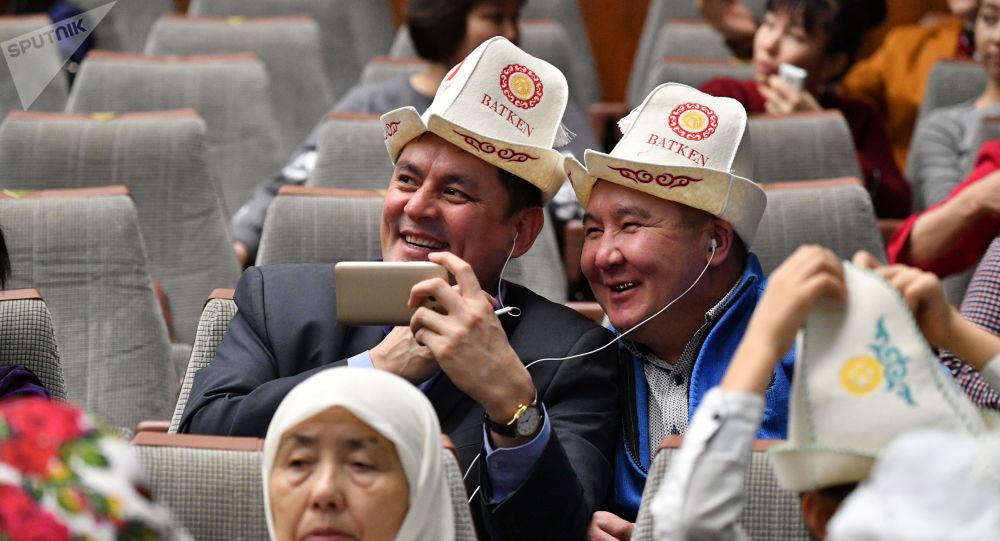 Участники праздника Дня ак калпака в большом концертном зале правительства Москвы
