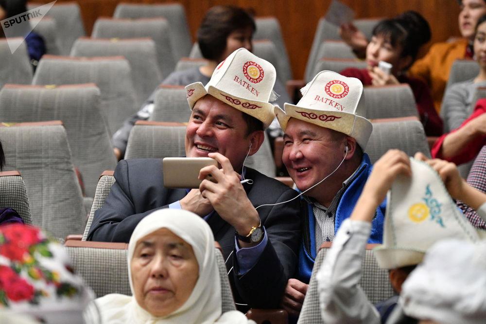 Участники Дня ак калпака в Большом концертном зале правительства Москвы