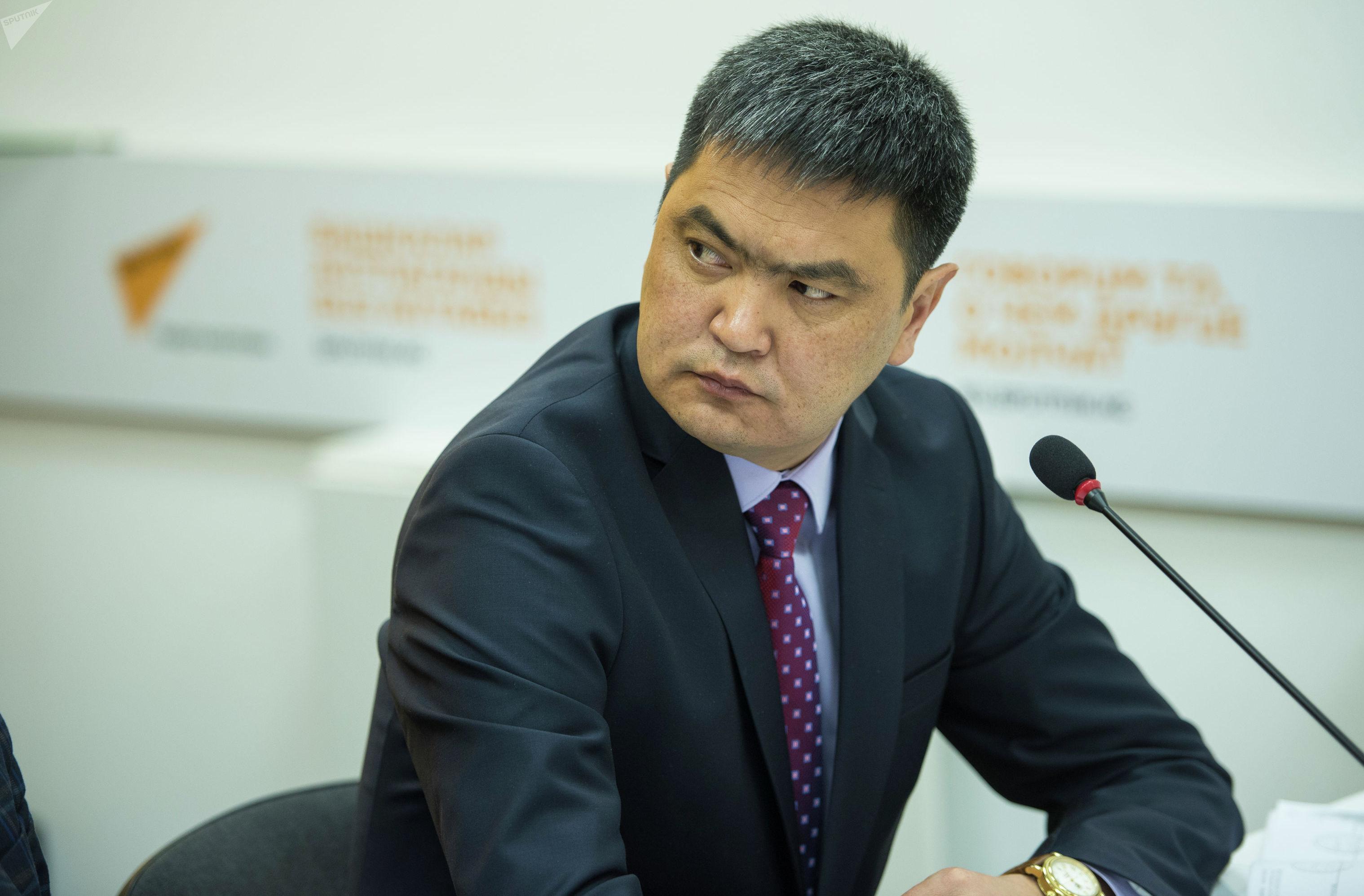 Аким Иссык-Кульского района Данир Иманалиев на круглом столе в пресс-центре Sputnik Кыргызстан