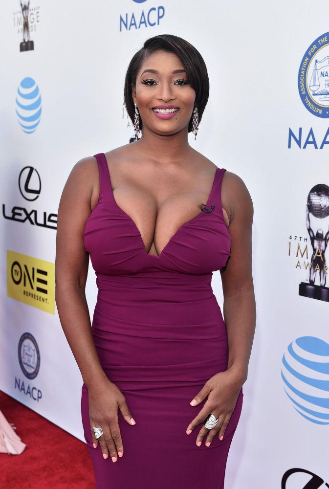 Токкара Джонс стала известной после участия в реалити-шоу Топ-модель по-американски. Девушку с яркой внешностью заметили продюсеры и рекламные агентства. Сегодня она — востребованная модель и телеведущая.