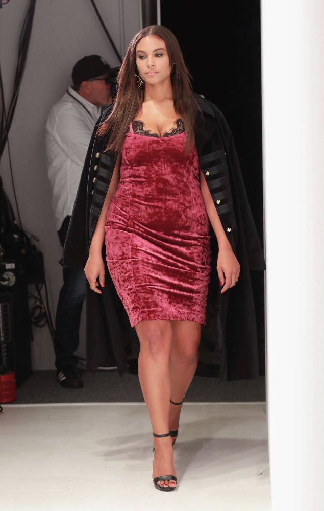 Маркита Принг участвовала в фотосессии для V Magazine и снялась для рекламной кампании Levi's