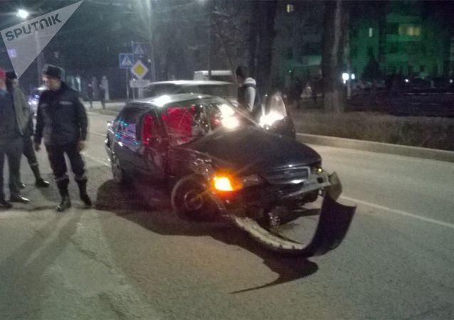 ДТП с участием машины скорой помощи на пересечении улиц Московская и Калыка Акиева