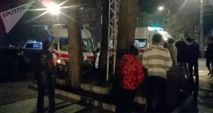 Бишкектеги Москва менен Калык Акиев көчөлөрүнүн кесилишинде 8-мартта саат 22:40тар чамасында Тез жардам кызматынын машинасы менен жеңил автоунаа кагышты