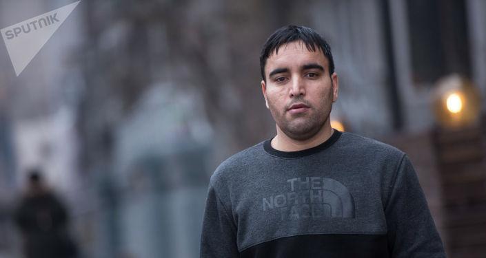 Афганец, работающий врачом в Бишкеке Мохаммад Рафи Шафажо