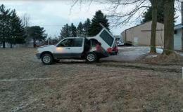 Водитель на внедорожнике хотел вырвать дерево, но все пошло не так. Видео