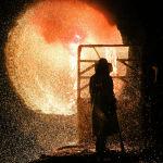 Сотрудник немецкого сталелитейного завода Salzgitter AG