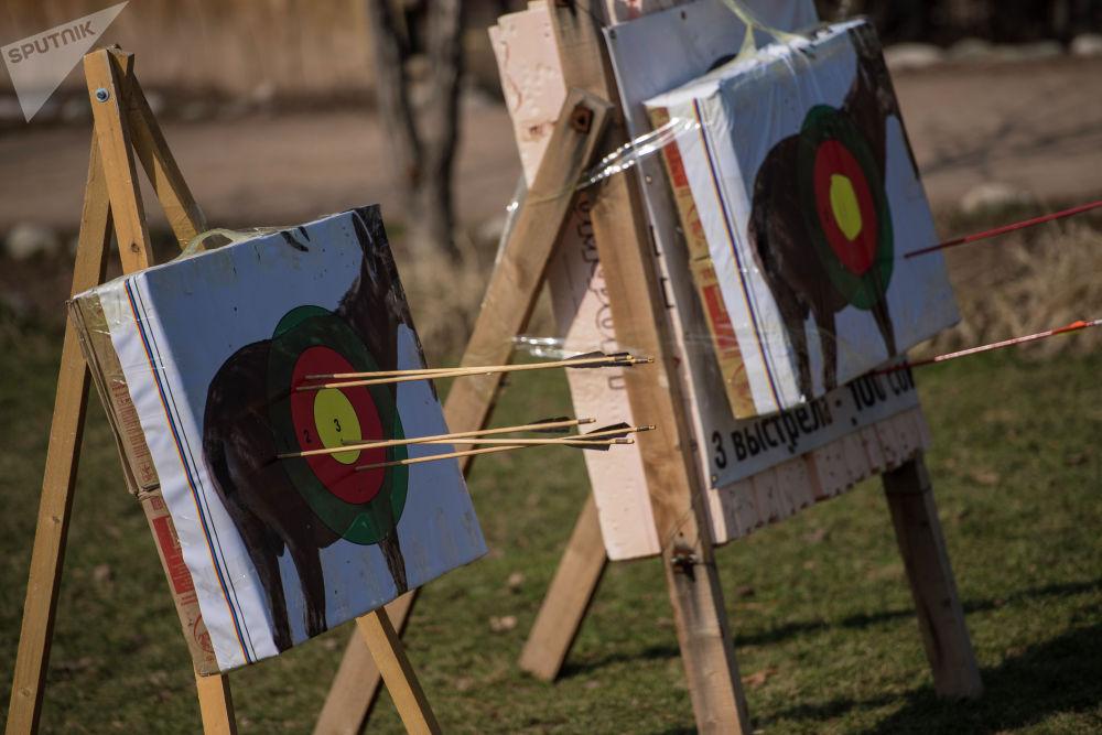 Мишень для стрельбы на луках на проекте 40 девушек в этнокомплексе Супара