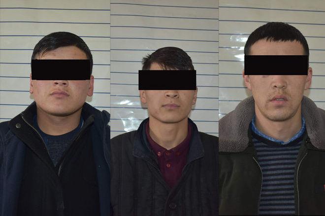 Задержанные с поддельными купюрами 2 тысячи сомов в Алайском районе Ошской области