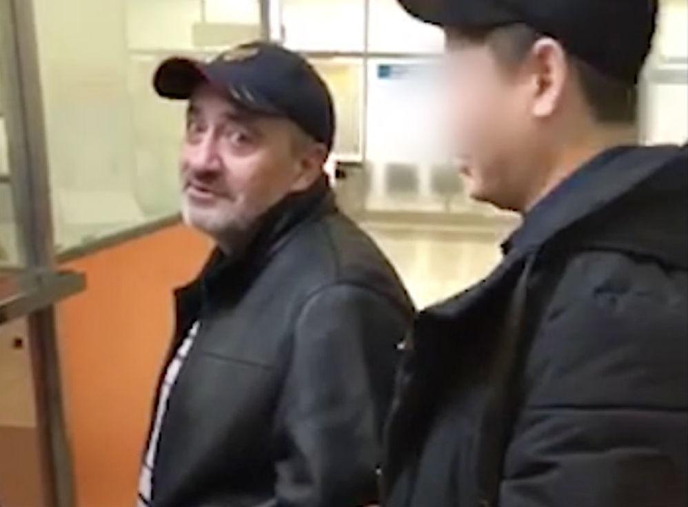 Мужчина, находившийся в международном розыске в течение 18 лет, во время экстрадиции в Казахстан