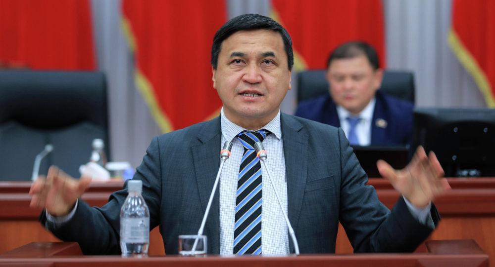 Депутат Каныбек Иманалиевдин архивдик сүрөтү